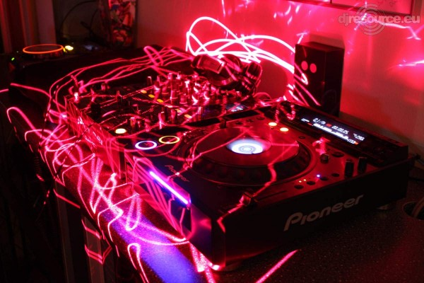 Pioneer CDJ-2000 @ DJ Booth Lead (DJ Resource)